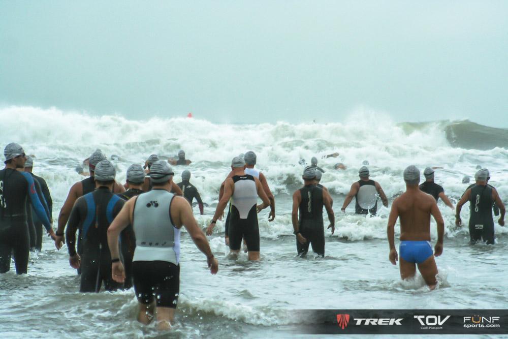 Mar nervoso e tensão a vista! Foto : FUNF